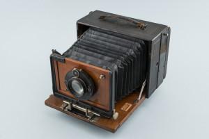 PPMHP 110491: Fotoaparat Ernemann sa stativom